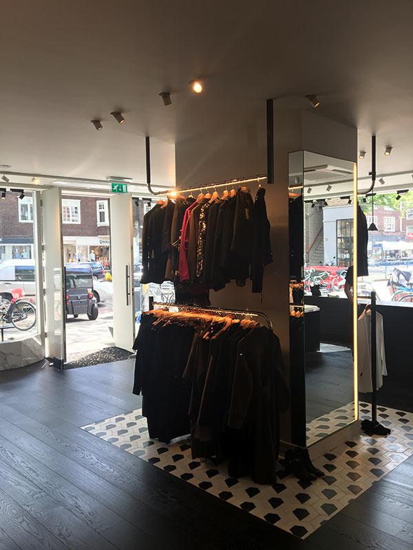 https://www.kroombv.nl/wp-content/uploads/2017/05/aannemer_retail_verbouwing_amsterdam_kroom_6.jpg