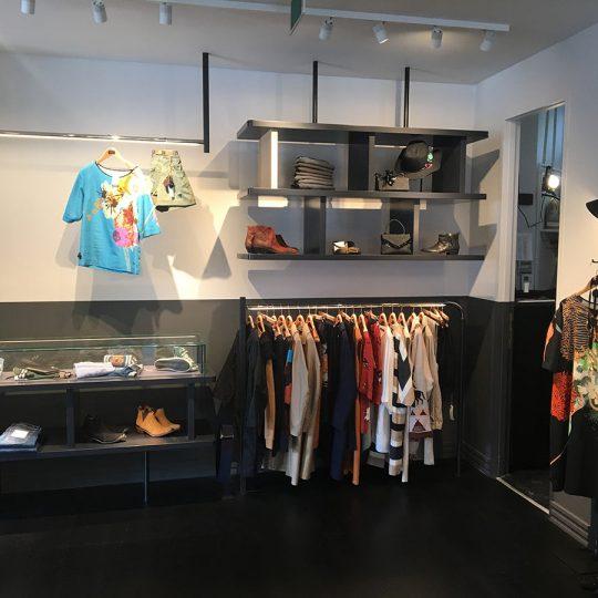 https://www.kroombv.nl/wp-content/uploads/2017/05/aannemer_retail_verbouwing_amsterdam_kroom_7-540x540.jpg